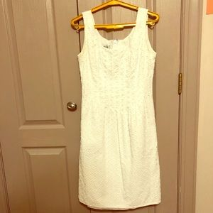 Sleeveless, knee-length white dress with pockets